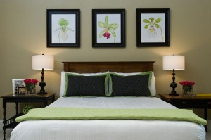 Delicate-use-of-the-light-green-shade-in-the-bedroom
