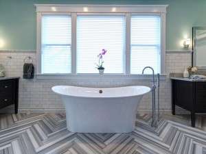 RS_Joni-Spear-gray-black-white-electic-bathroom-tub-window_h.jpg.rend.hgtvcom.1280.960