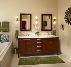 Towel-and-carpet-as-a-simple-way-to-add-green-accents-to-a-bathroom-in-muted-tones