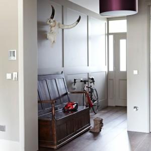 Classic-vintage-inspired-hallway