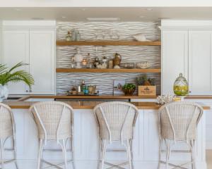 beach-style-home-bar