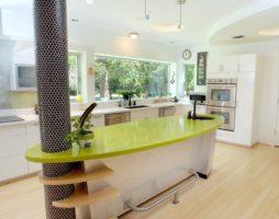 Цветовое решение столешницы в декоре кухни