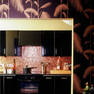 kitchen-wallpaper-ideas-black-and-bronze-palm-print