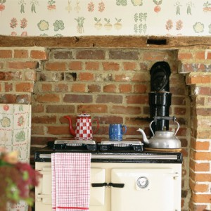 kitchen-wallpaper-ideas-exposed-brick-and-beams