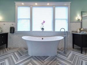 RS_Joni-Spear-gray-black-white-electic-bathroom-tub-window_h.jpg.rend.hgtvcom.1280.960