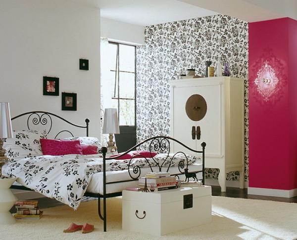 Дизайн маленькой спальни с кованной кроватью