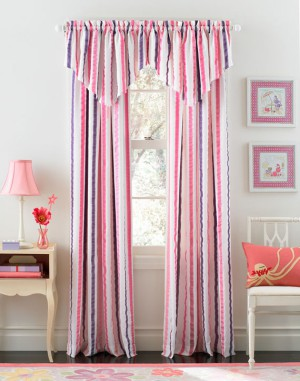 Select-the-right-curtains-for-the-living-stripe-pattern