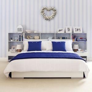 blue-stripe-bedroom