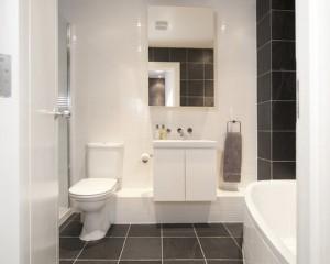c541ec0b0ffb67d6_3087-w500-h400-b0-p0--contemporary-bathroom