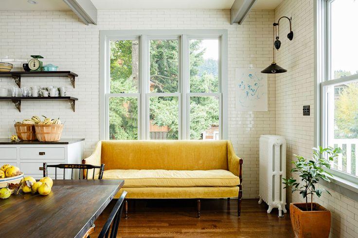 Желтый диван на кухню