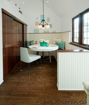 A-cozy-dining-space-tuckew-away-beautifully
