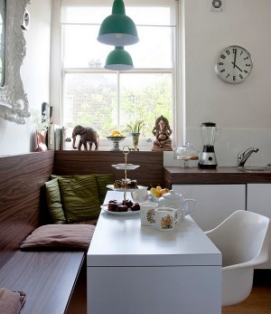 Flea-market-chic-style-for-the-eclectic-dining-space