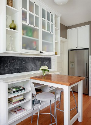 Perfect-dining-space-idea-for-a-small-bachelor-pad