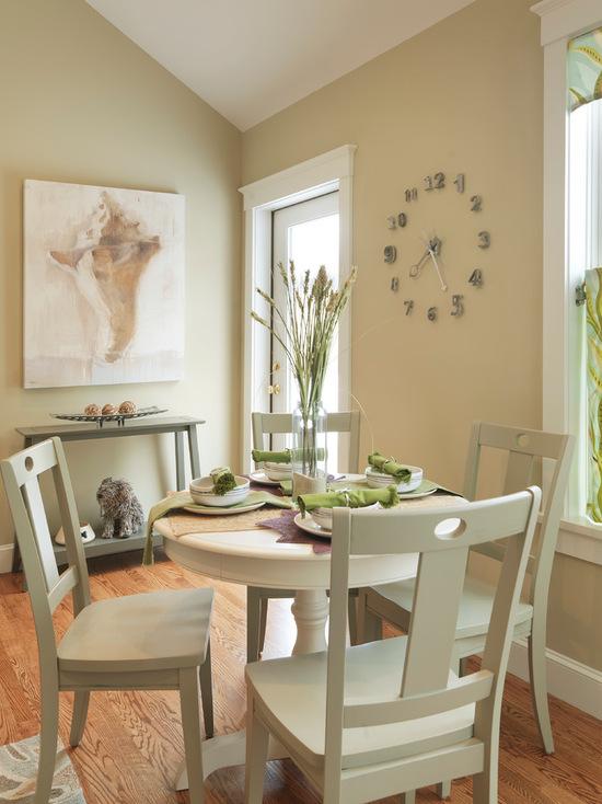 Спокойные цвета в оформление маленькой столовой
