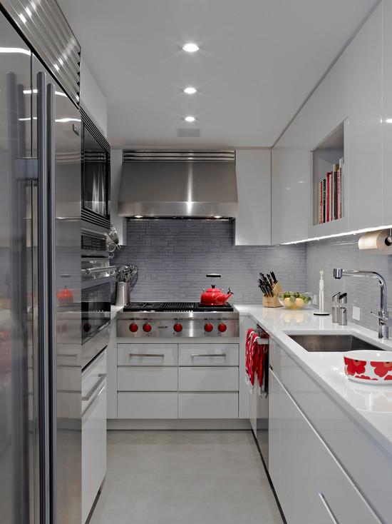 Метал в оформление маленькой кухне