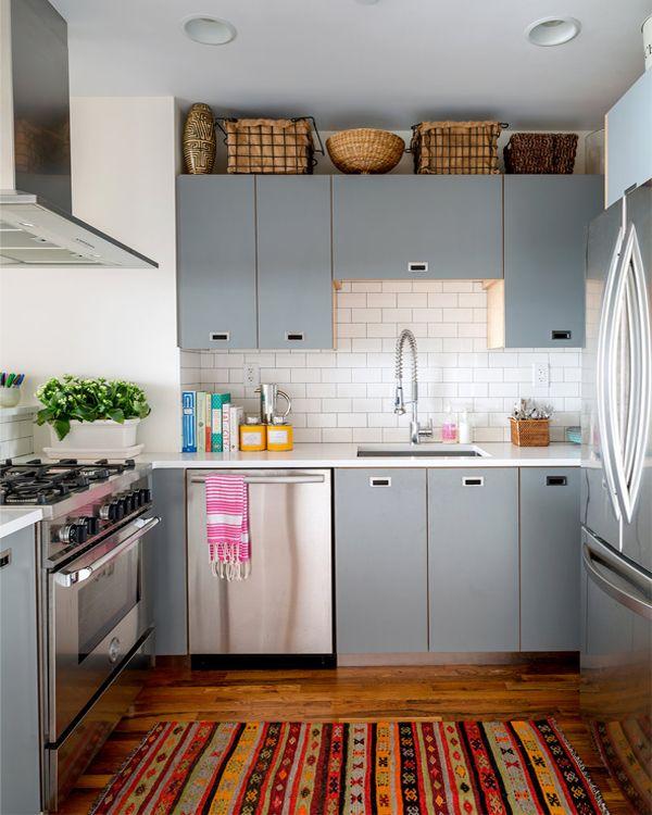 Небольшая квадратная кухня