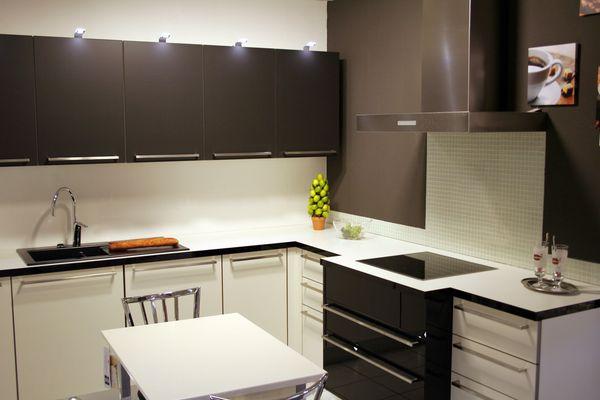 Использование цвета для визуального увеличения маленькой кухни