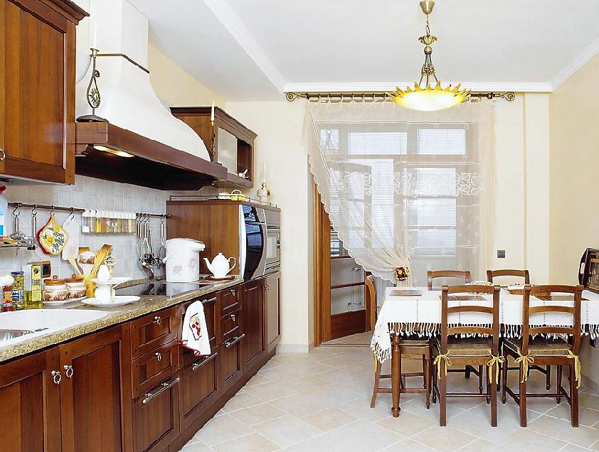 Дизайн кухни столовой в частном доме.