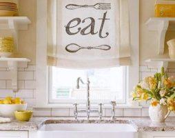 Короткие шторы в декоре кухни