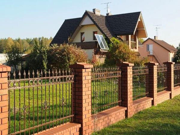 одной стороны, забор возле дома фото будущей артистки