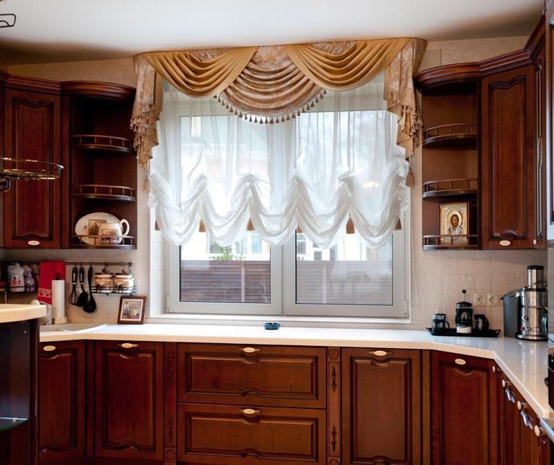 Французские шторы в интерьере кухни фото