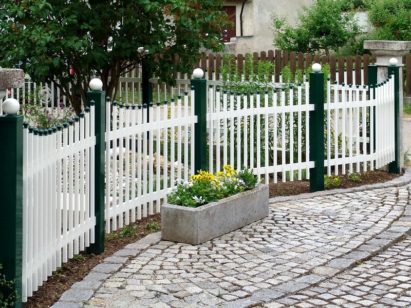 Фото палисадник с красивым забором гаданий