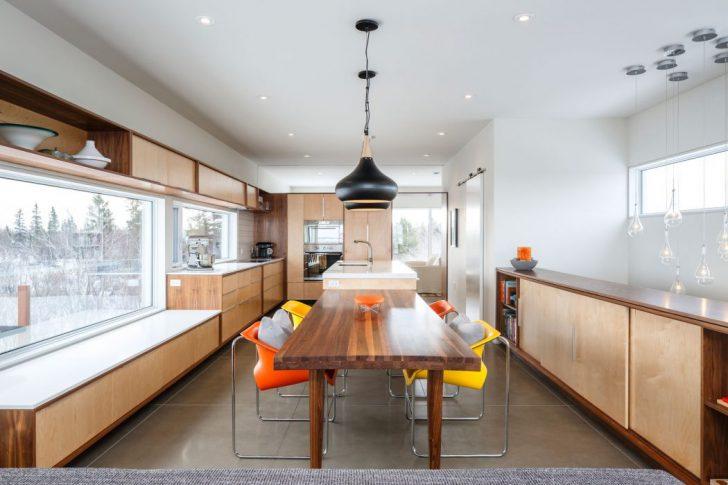 Кухня-столовая в коттедже