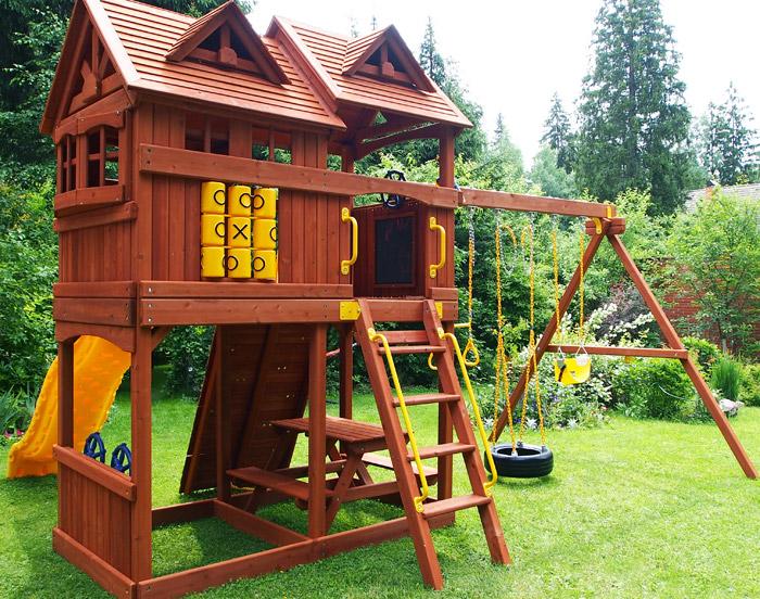 Детский деревянный домик из дерева