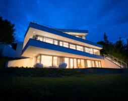 Проект великолепного современного дома на холме
