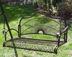 Металлические качели в вашем саду