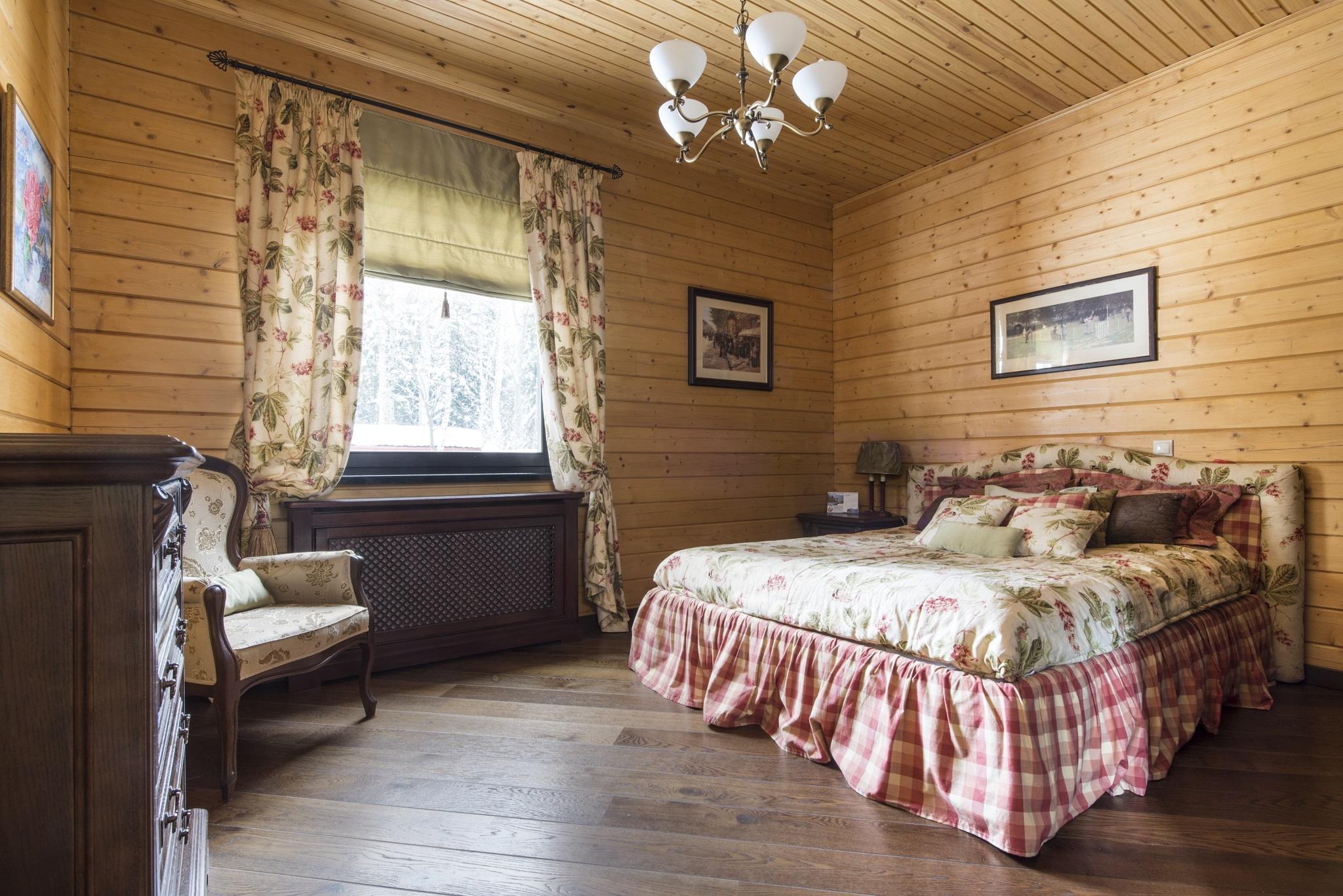 шторы на даче в деревянном доме фото среди