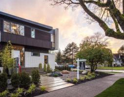 Современный трехуровневый особняк в Ванкувере