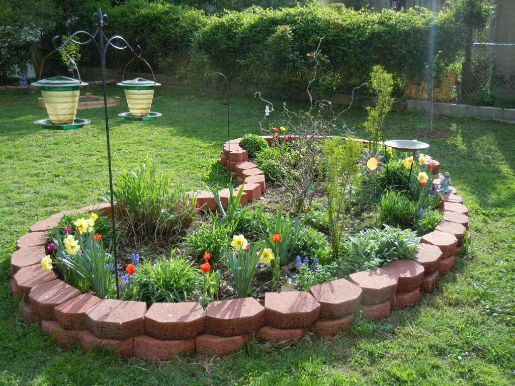 как украсить своими руками сад с цветами