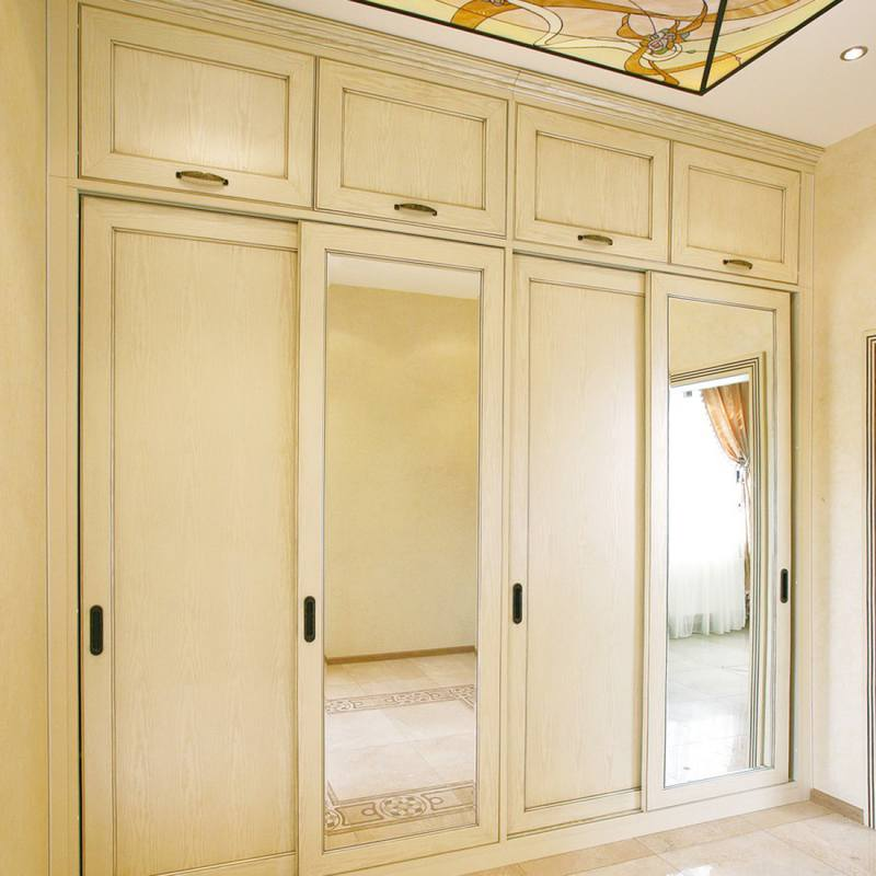 Шкафы с распашными дверями и антресолями в прихожую.