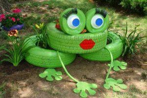 diy-recycle-tire-frog-planter-718x480
