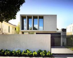 Современный особняк – минимализм и игра на контрасте