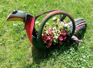tropical-bird-tire-planter-718x522