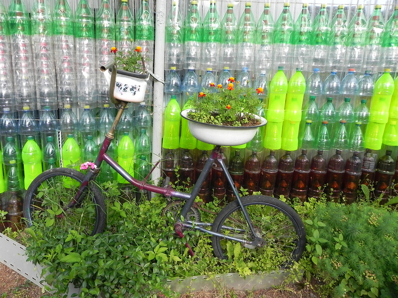 Грядка из пластиковых бутылок мастер класс