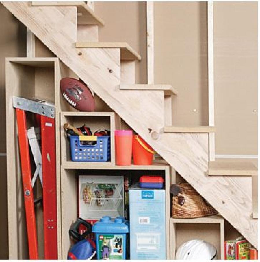 Сделать полки под лестницей