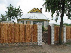derevjannyj-zabor-chastokol
