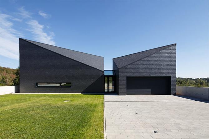 Дом со сложной геометрией фасадов