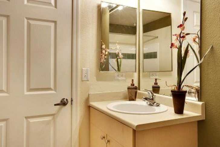 двери в ванную комнату