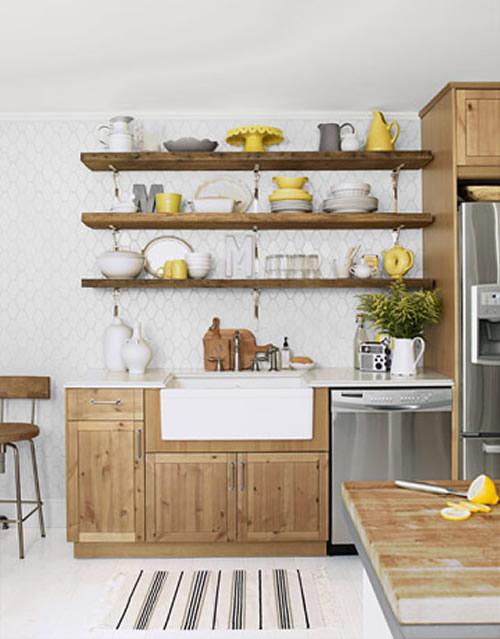 Полки в дизайне кухни