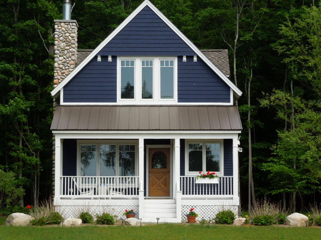 как покрасить загородный дом фото сути