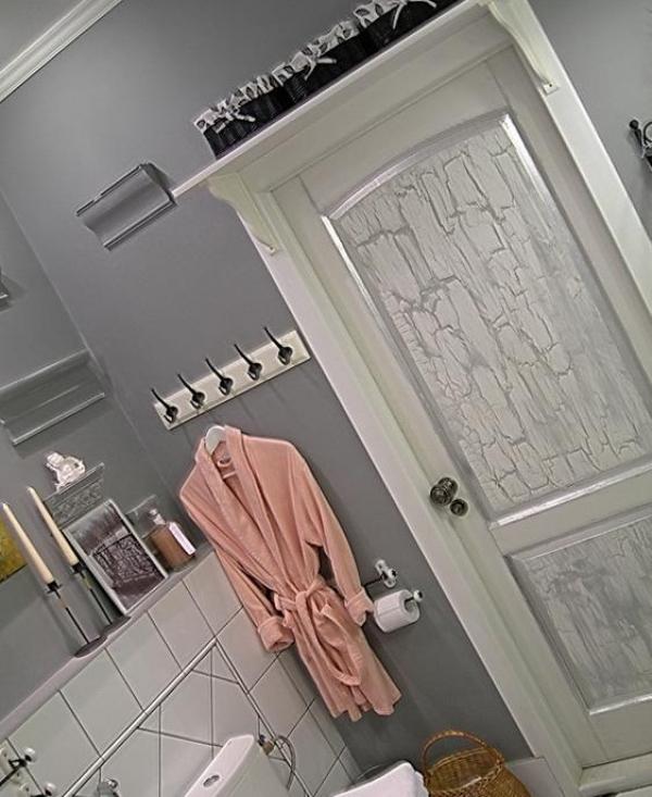 Как оформить дверь в ванную своими руками