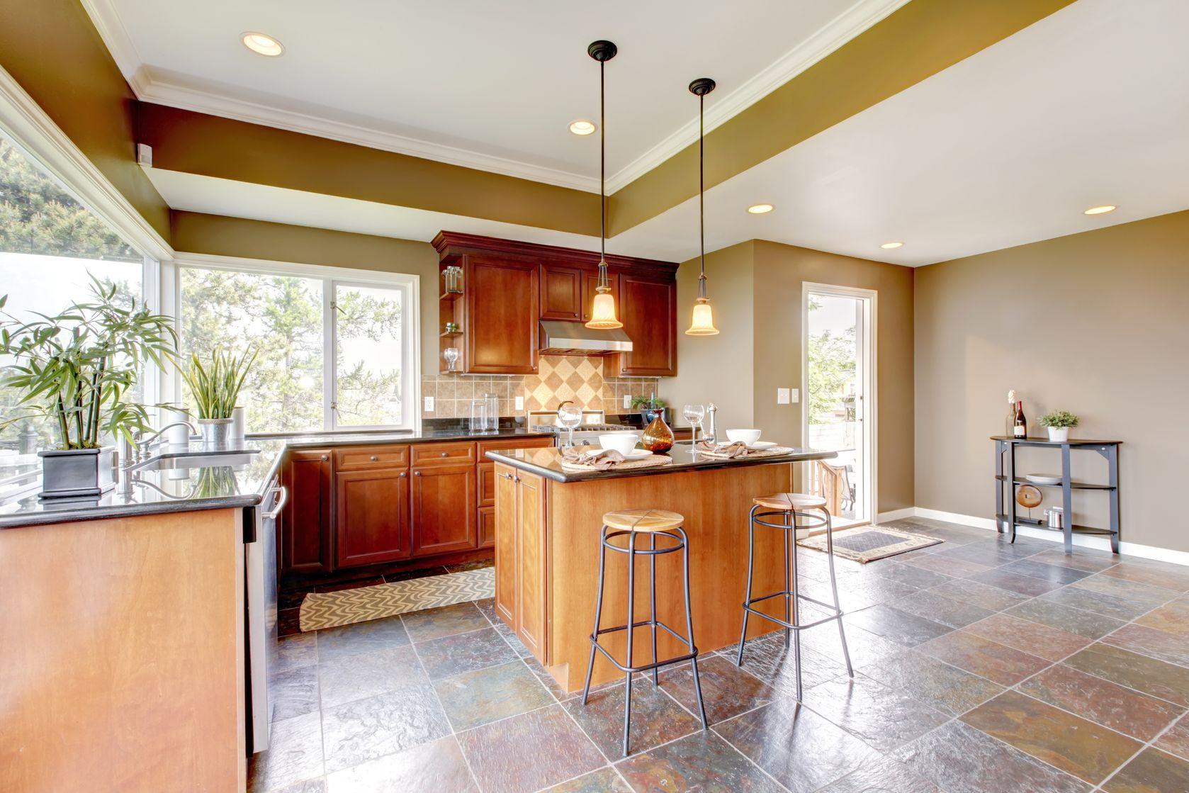 мир чем покрывать потолок в кухне фото менее