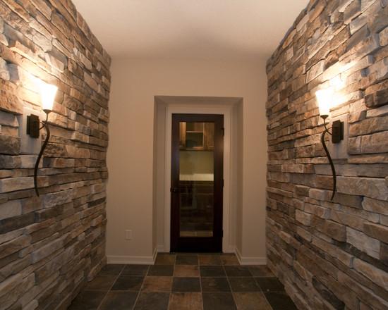 Отделка коридора декоративным камнем.