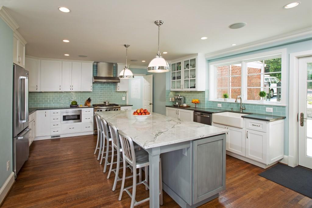 дизайн проходной кухни в частном доме фото бьется окно