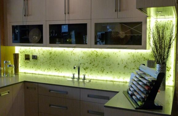 Фартук для кухни из стекла, виды и монтаж - фото примеров