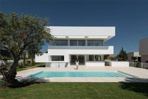 Проект современного белого дома